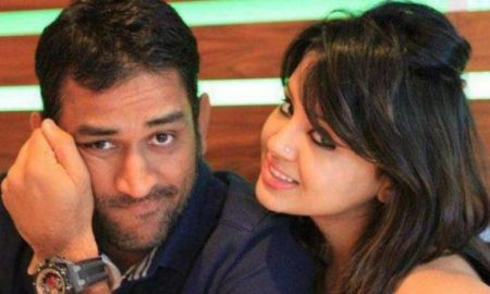 Amrapali diverts the homebuyers' money to Dhoni, Sakshi firms