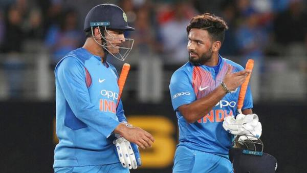 Reports: MS Dhoni asked not to retire, to groom inexperienced Rishabh Pant